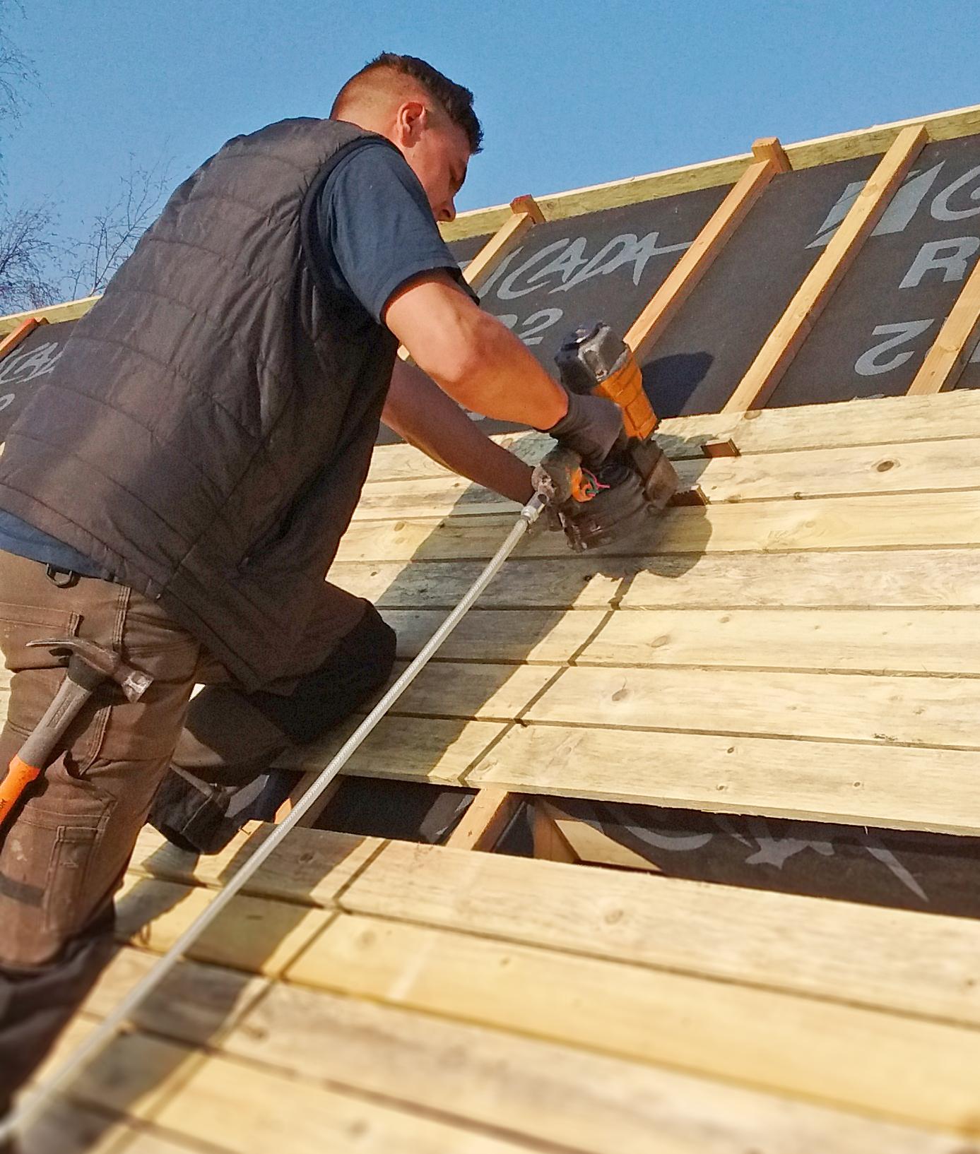 Fixation et préparation de la sous-toiture pour la rénovation