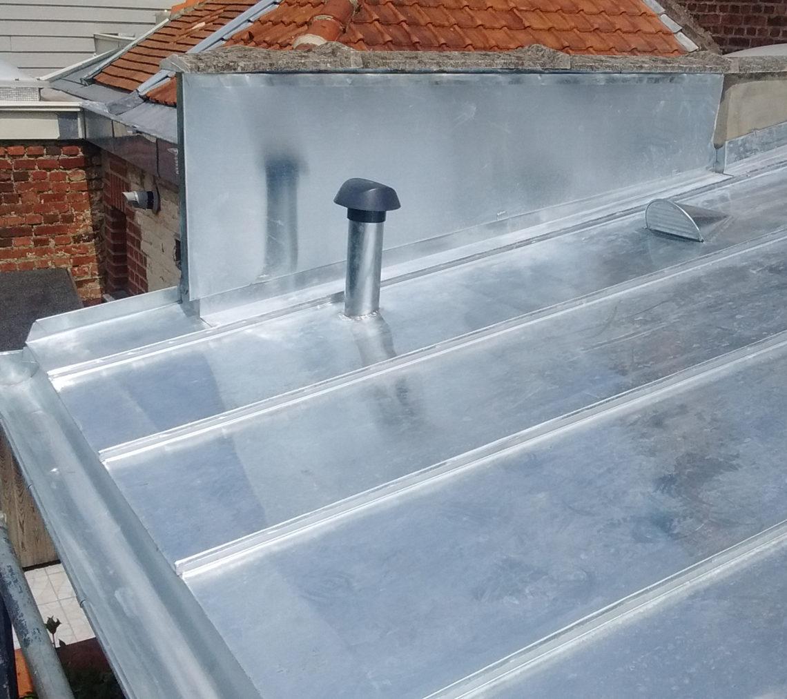 Travaux de toiture isolation et zinguerie pr s de croix for Toiture zinc joint debout