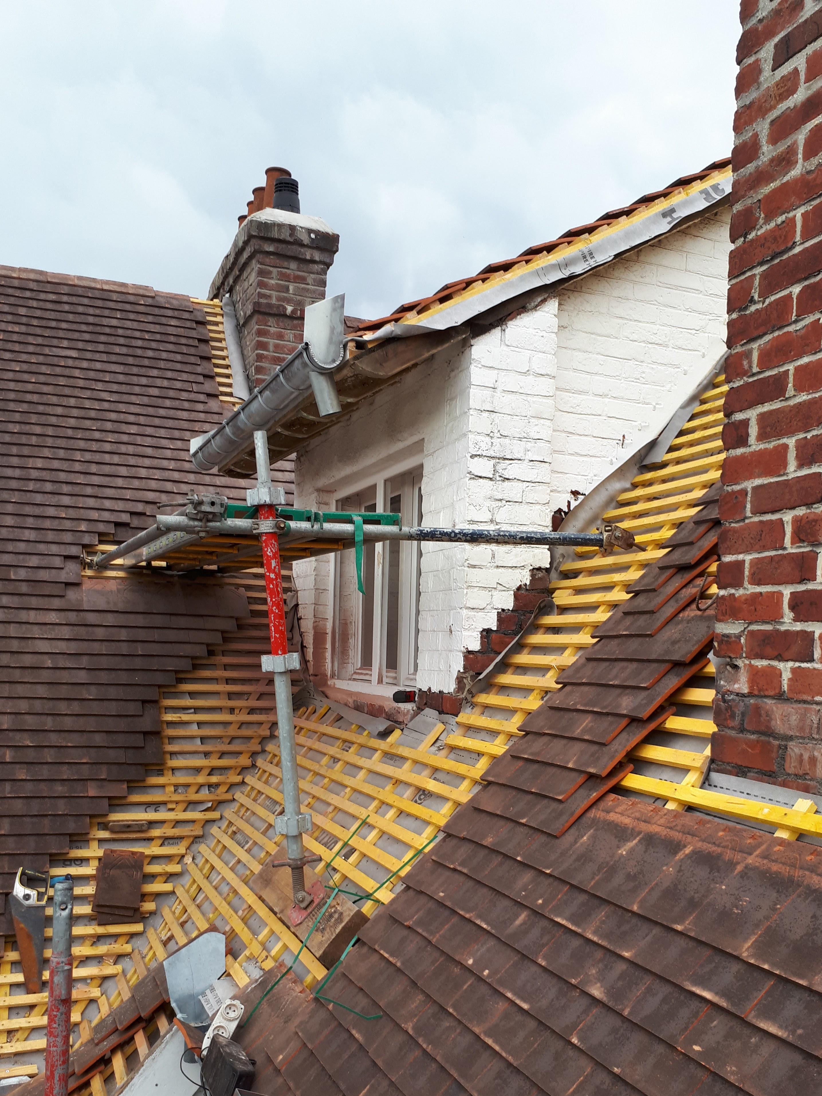 Rénovation toiture en tuiles plates - Lesaicherre Croix toiture